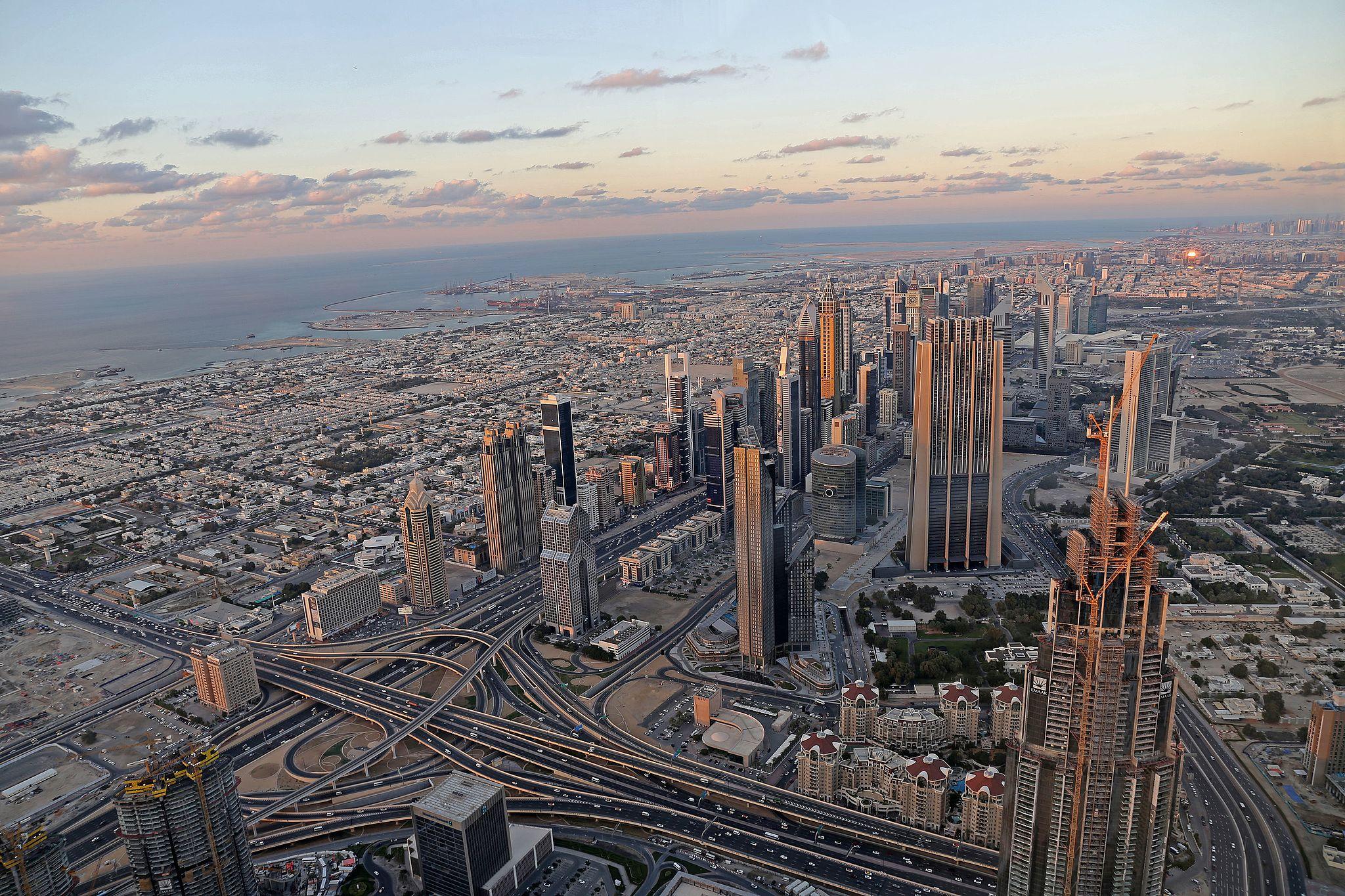 Vue sur dubai depuis le burj khalifa la plus haute tour du monde