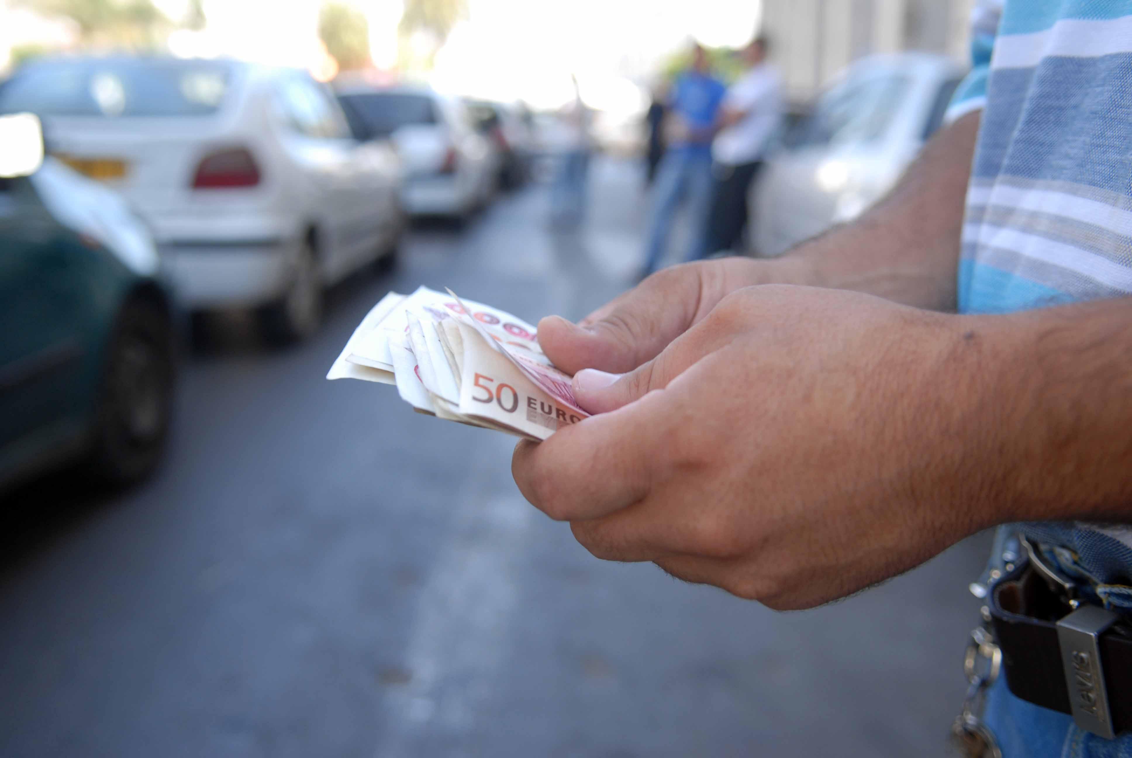 Algeria A Thriving Black Market In Currencies